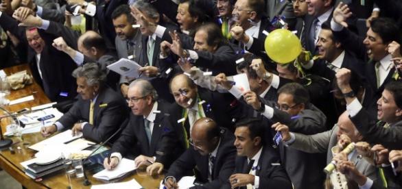 Deputados celebram votação Foto: Marcelo Camargo/Agência Brasil