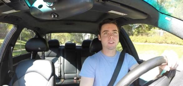 Parker Nirenstein, fondatorul Vehicle Virgins, un canal Youtube foarte popular