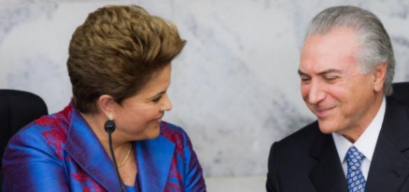 Dilma vai para New York e Temer assume