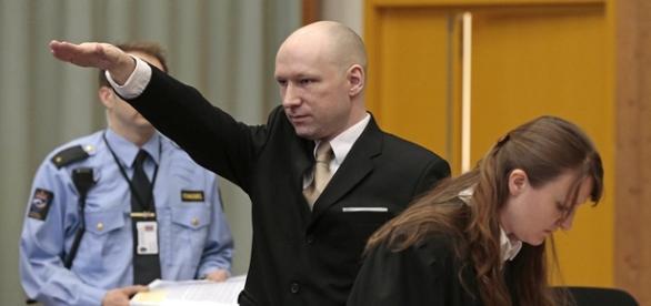 El pasado 15 de Marzo, el asesino noruego se presentó ante un tribunal noruego haciendo el saludo nazi
