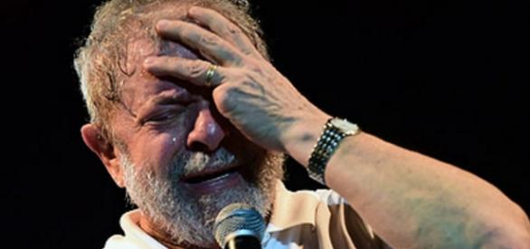 Lula chora muito em evento - Foto/Google