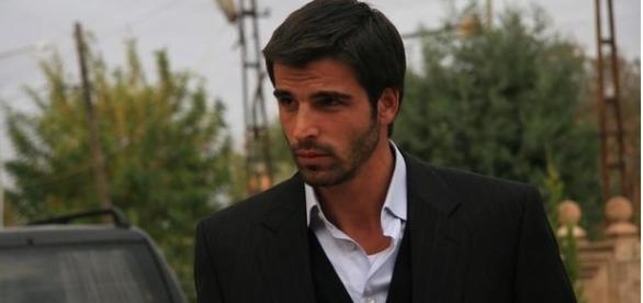 O ator interpreta Boran na nova novela da Band/ Imagem: Divulgação