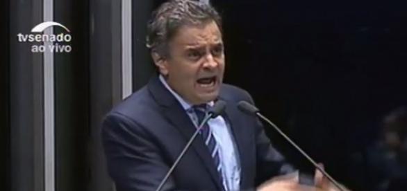 Aécio Neves foi muito aplaudido após discurso na sessão do impeachment