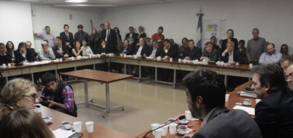 Avanza en el congreso ley para impedir despidos