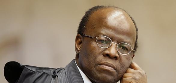 Joaquim Barbosa está preocupado com o impeachment