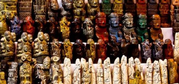 Fotografía de un puesto del Mercadillo de las brujas en Bolivia