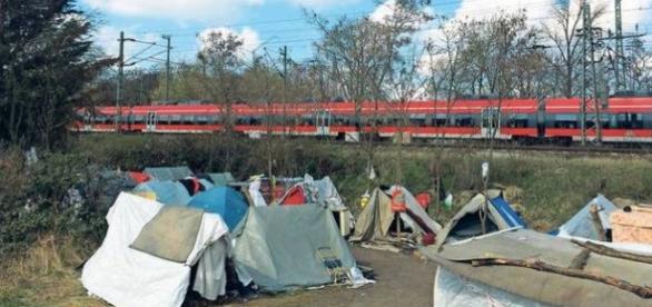 Imagine din tabăra de imigranți de la marginea Berlinului