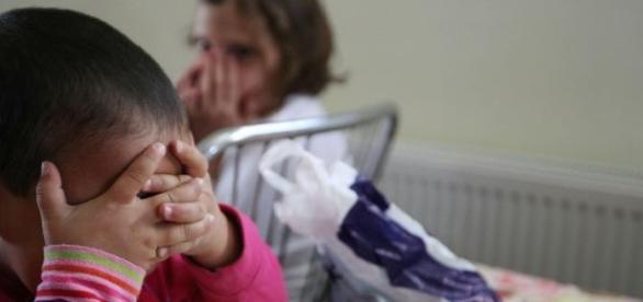 Părinții care își abandonează copiii riscă amenzi