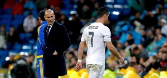 Ronaldo sale cabizbajo del césped del Bernabeu