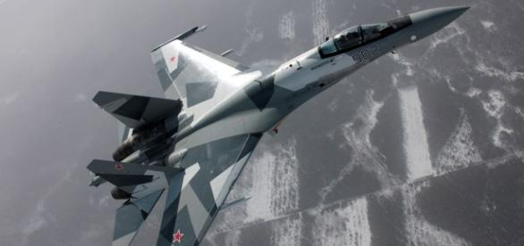 SU-30 russo em combate na Síria