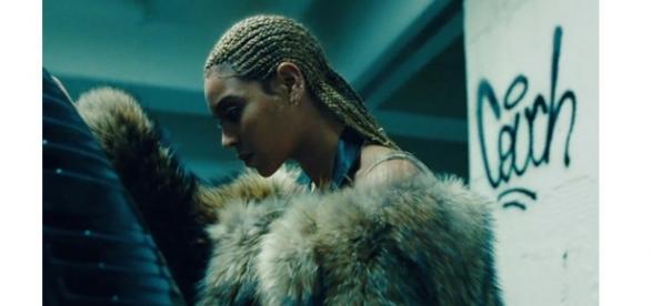 """Beyoncé lança """"Lemonade"""", pessoal e poderoso."""