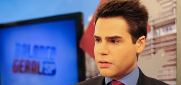 Foto do apresentador em seu programa diário