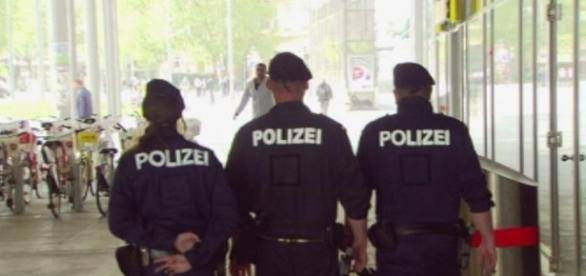 Politiștii austrieci au de furcă cu imigranții