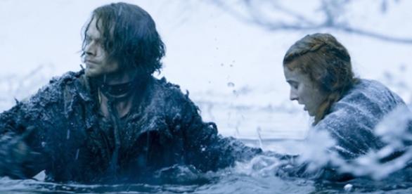 Sansa e Theon fogem de Ramsay (Foto: HBO/Divulgação)