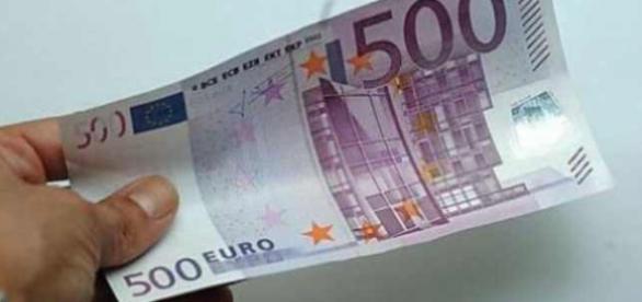 Tinerii români vor primi 500 de euro de la italieni