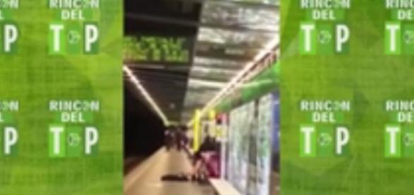 Trecho do vídeo gravado por uma passageira do metrô