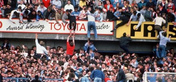Em 1989, na final da Copa da Inglaterra, 96 pessoas morreram (Foto: Rex Features)
