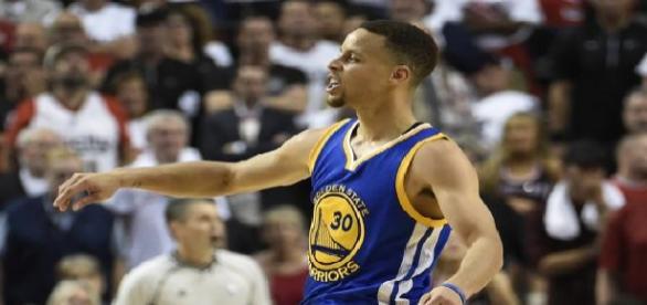 Stephen Curry pone a los Warriors a un paso de las Finales del Oeste