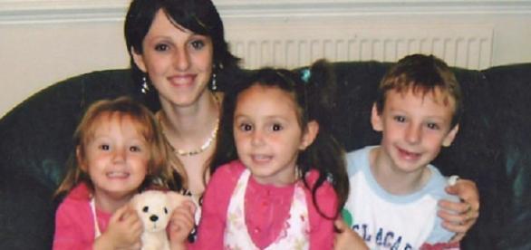 Andreia Bardeanu și cei trei copii ai săi