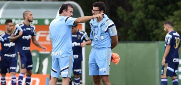 Cuca conversa com Alberto Valentim em treino do Palmeiras