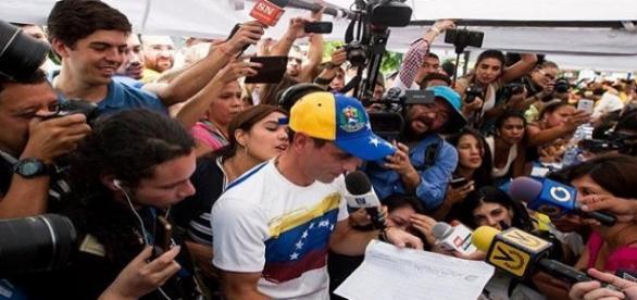 En Venezuela se recogieron las firmas para el referendo revocatorio