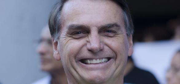 Seguidores do deputado Jair Bolsonaro mostram seu apoio na internet