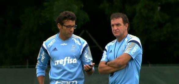 Cuca e Alberto Valentim conversam na Academia.