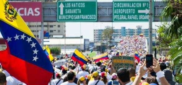 Los venezolanos han reaccionado con incredulidad a las medidas