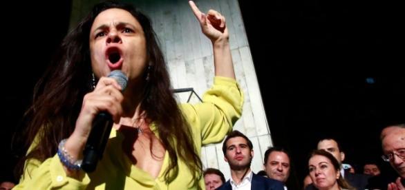 Autora do pedido de impeachment, Janaína Paschoal prestou depoimento na Comissão Especial do Impeachment, no Senado Federal.