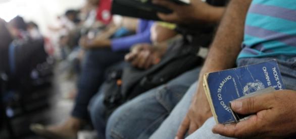 Desemprego no Brasil continua crescendo