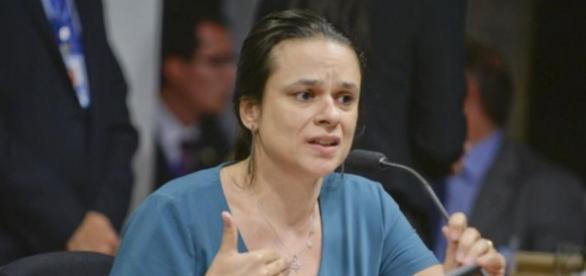 Janaína Paschoal apresenta provas contra Dilma