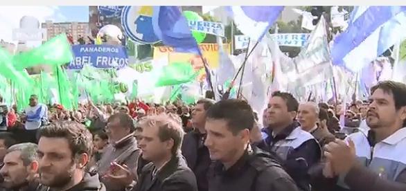Multitudinaria marcha contra Macri Telam