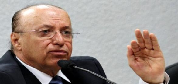 O senador Antonio Carlos Valadares