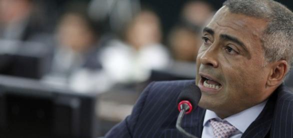 Senador Romário (PSB-RJ) participa da comissão especial do impeachment
