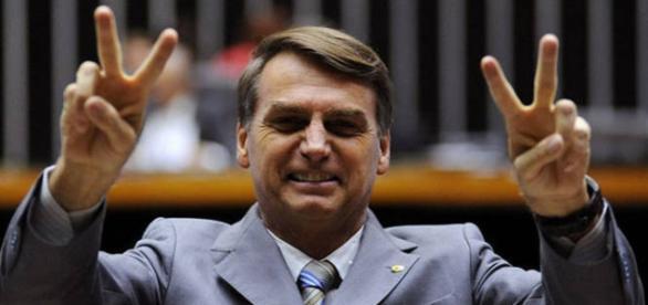 União Brasileira dos Escritores denuncia Bolsonaro ao Tribunal de Haia.