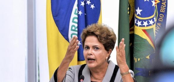 Dilma deve enfrentar semana tensa, começando com a apresentação de sua defesa na comissão de impeachment