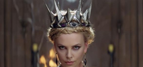 Imagem da atriz no filme Branca De Neve e o Caçador