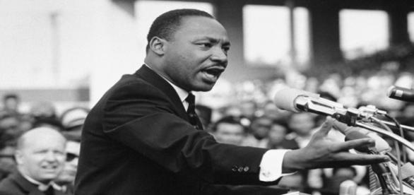 O advogado e pastor Martin Luther King Jr. em um de seus discursos