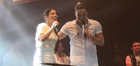 Munik no palco com Wesley Safadão