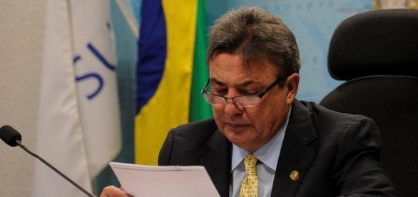 Zezé Perrella, senador pelo PTB de MG