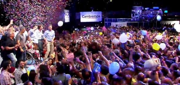 Mauricio Macri ejecutando la Revolucion de la Alegria TN