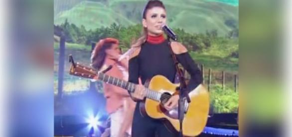 Paula Fernandes desafina ao vivo no Faustão