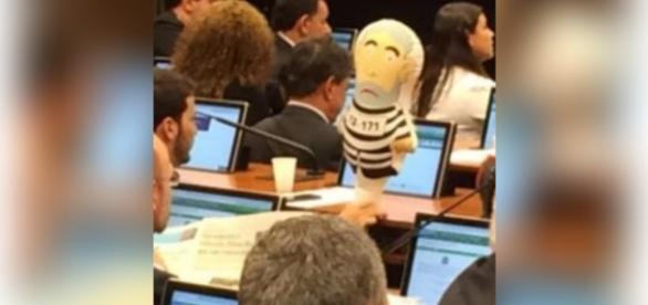 Pixuleco está presente na comssão do impeachment
