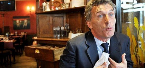 Difícil para Macri despegarse de seria denuncia de Panamá Papers