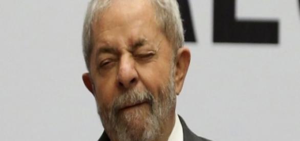 Lula tenta ofuscar a queda de Dilma com discursos contra a oposição