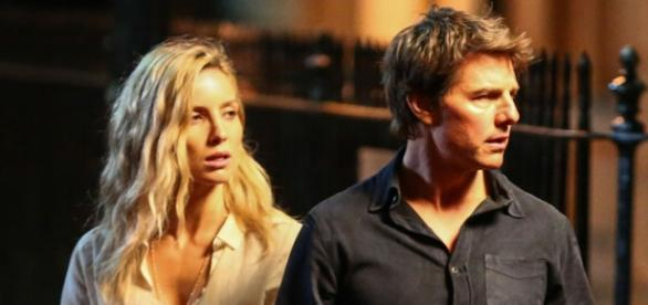 Tom Cruise e Annabelle Wallis no set de filmagens do reboot de A Múmia.