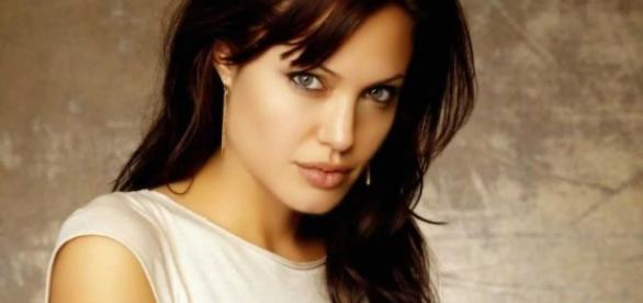 Angelina Jolie diz que pretende se aposentar após a adaptação de Cleópatra.