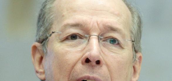 Ministro decano do STF, Celso de Mello, rejeita novo pedido de impeachment contra vice-presidente da República, Michel Temer.