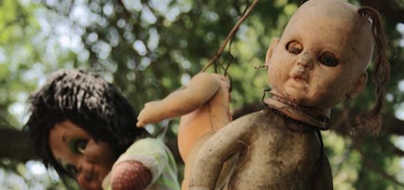 Algunas de las muñecas de la Isla de las Muñecas en México. Flickr.
