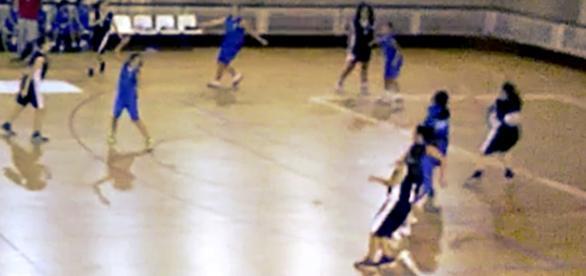 Na escola,em casa ou no campo, jogar em equipa. Sempre